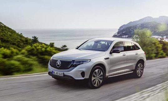 Mercedes-Benz-EQC_movimiento-lateral