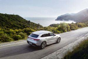 Mercedes-Benz-EQC_movimiento-trasera