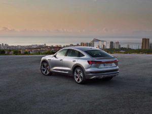 Trasera en gris del Audi e-Tron Sportback