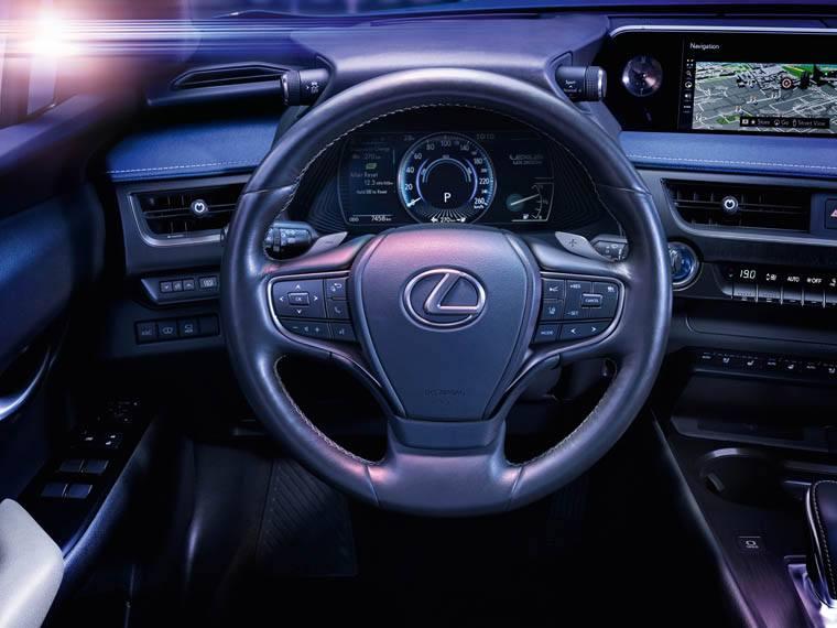 Lexus-UX-300e-electrico_interior-conductor