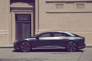 lucid-air-sedan-lujo-electrico_lateral