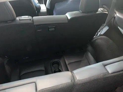 Foto de la tercera fila de asientos en el Tesla Model Y