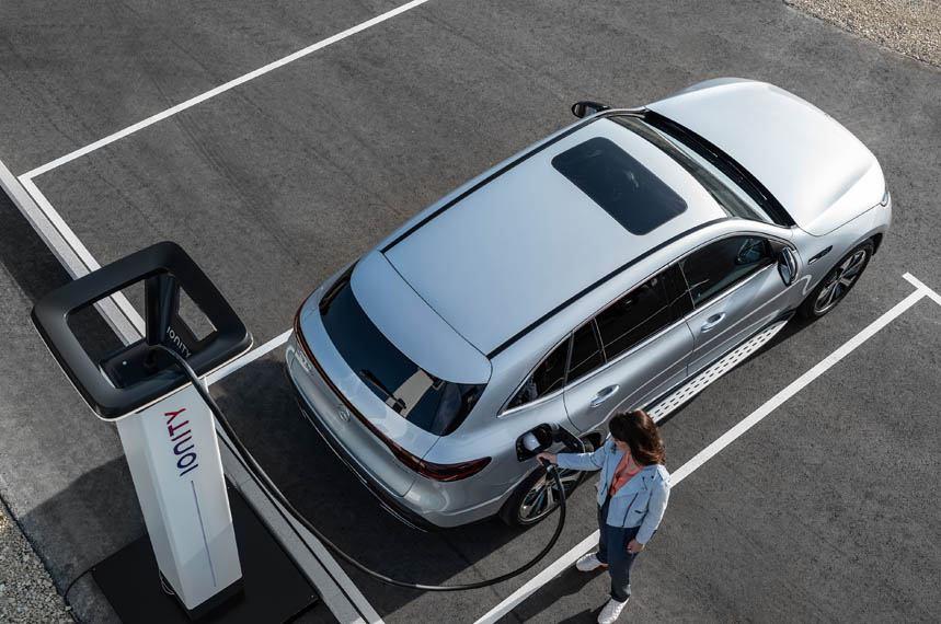Mercedes-benz-eqc-cargando-ionity
