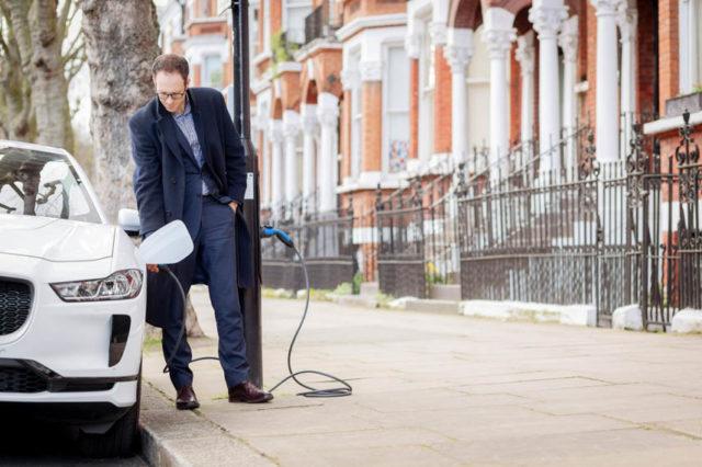 Electric-Avenue-W9-Londres-carga-vehiculos-electrificados-farolas