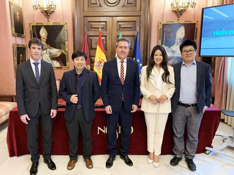 firma-contrato-ayuntamiento-Sevilla-EHang-avion-no-tripulado_2