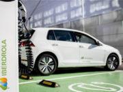 iberdrola-coche-electrico-cargando