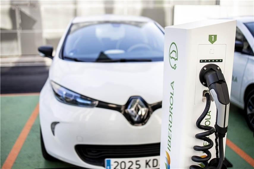 iberdrola-coche-electrico-cargando_2