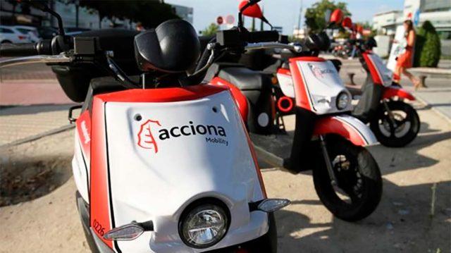 Foto de las motos de Acciona para el servicio de motosharing