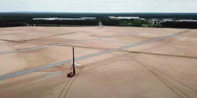 Foto de la situación actual de la construcción de la Gigafactory 4 de Tesla en Berlín.