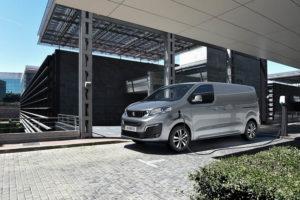peugeot-e_expert-furgoneta-electrica-cargando