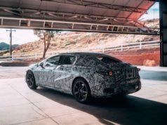 Primera foto de la versión de producción del Mercedes-Benz EQS con camuflaje