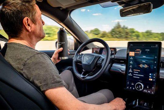 """Ford anuncia el modo """"Manos Libres"""" para el Mustang Mach-E"""