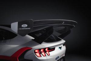 Ford-Mustang-Mach-E-1400_aleron-trasero