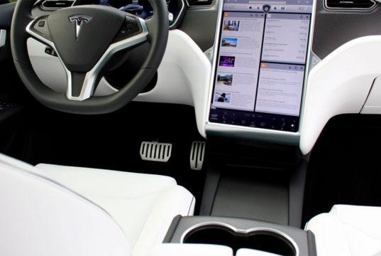 Tesla rebaja 1.000 euros en la actualización del MCU ¿Es el momento de cambiarla?