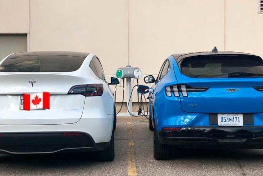 Primera foto de un Tesla Model Y junto al Ford Mustang Mach-E