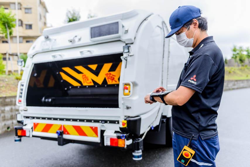 Fuso-eCanter-camion-basura-seguimiento-operario