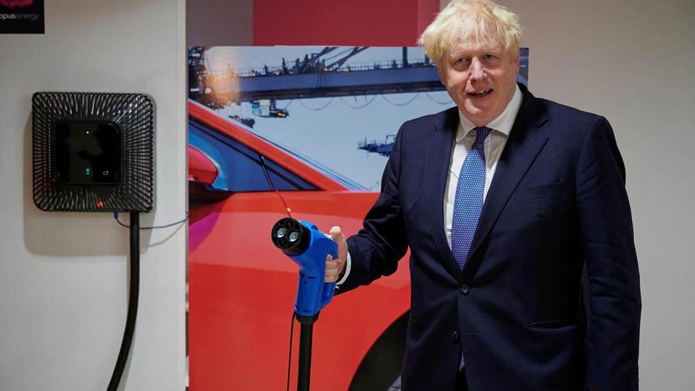 Boris-Johnson-cargador-coche-electrico