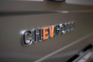 GM-Chevrolet-K5-Blazer-E_electrificada-kit-eCrater_insignia