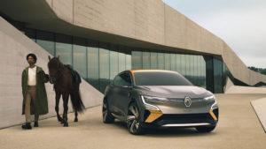 Renault-Megane-eVision_caballo
