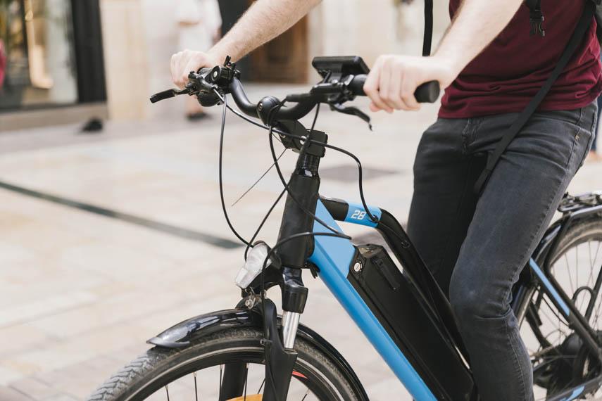 bicicleta-electrica-azul