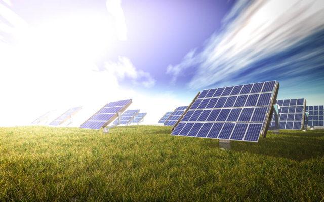 placas-solares-cesped