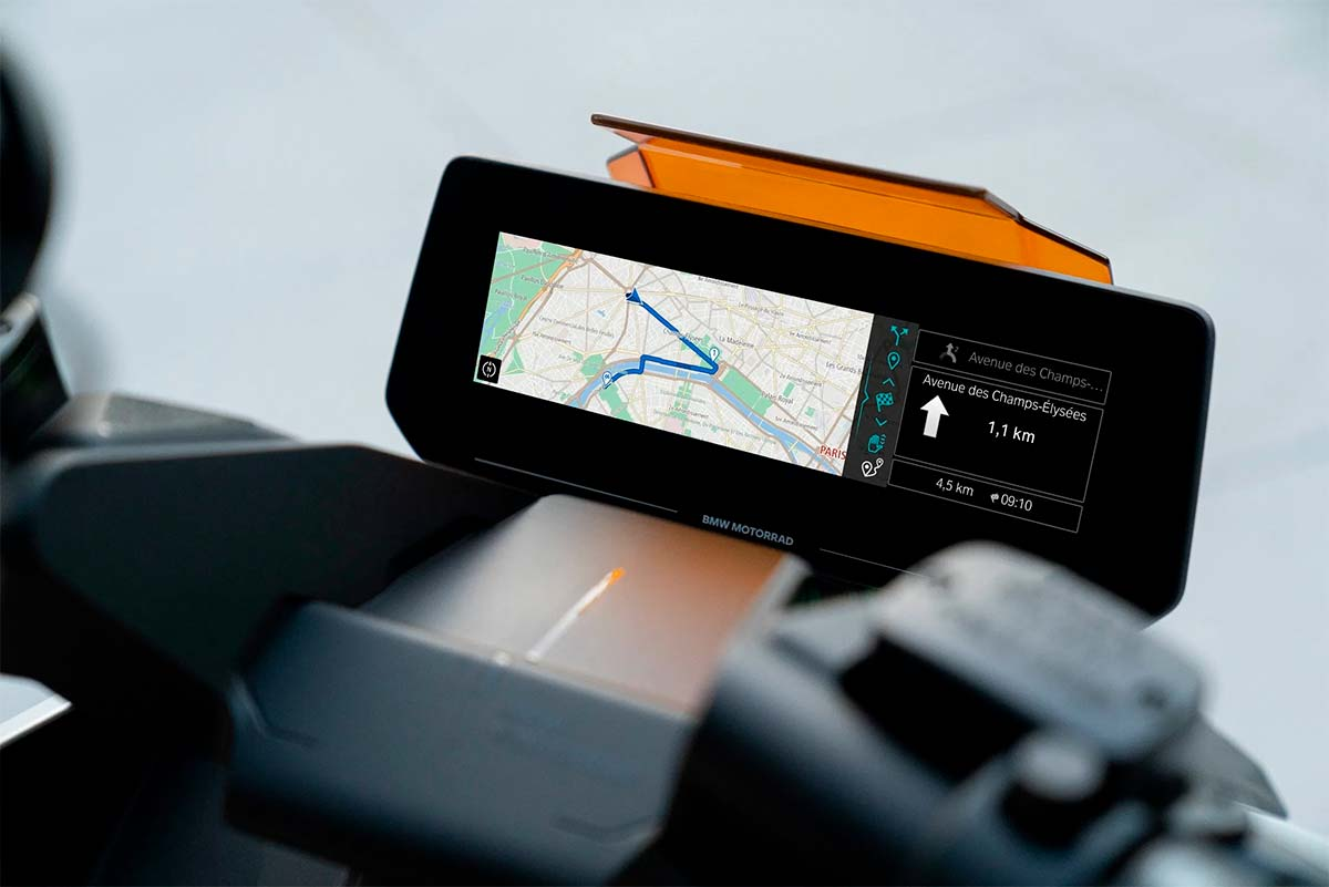 BMW-Motorrad-Definition-CE-04-pantalla