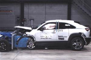 Mazda-MX-30-pruebas-Euro-NCAP_choque-frontal