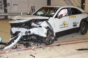 Mazda-MX-30-pruebas-Euro-NCAP_frontal3