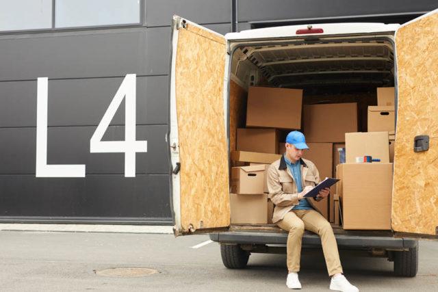 cajas-cargadas-furgoneta-reparto