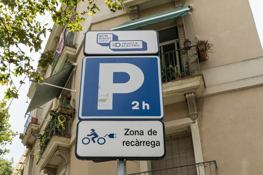 placa-informativa-punto-recarga-publico-vehiculos-electricos-Barcelona