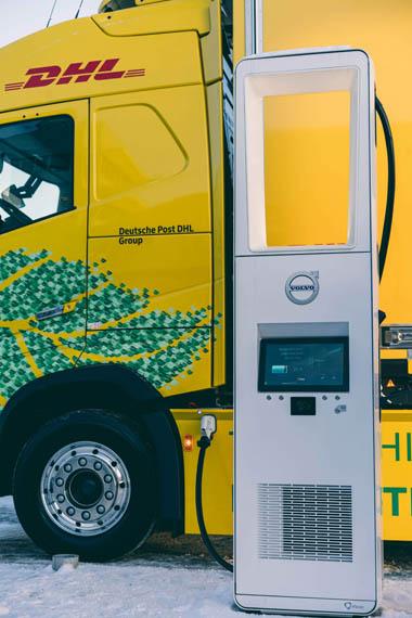 camion-electrico-Volvo-operado-DHL-Freight_punto-carga