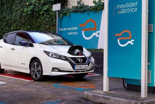 Acuerdo entre Nissan y Repsol para que el precio de las cargas eléctricas para sus coches sean más baratas