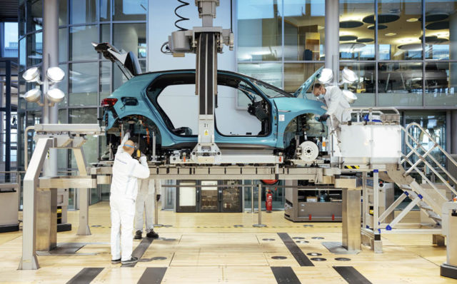 volkswagen-id-3-comienza-produccion-serie-fabrica-Dresde_lateral