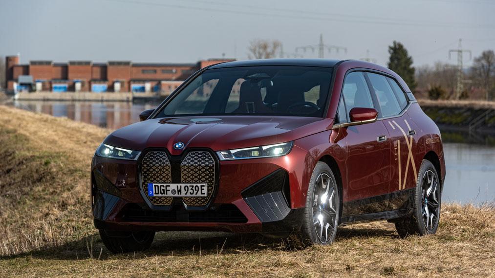 BMW-iX-produccion-color-rojo