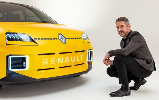 Director-Diseno-Renault-Gilles-Vidal_junto-Renault-5_nuevo-logo