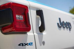 Jeep-Wrangler-Magneto-Concept-SUV-electrico_insignia
