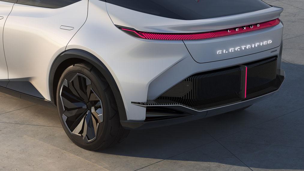 Lexus-LF-Z-Electrified-concept_trasera