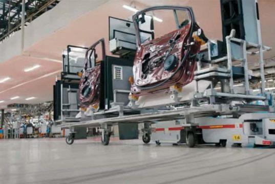 La segunda vida de las baterías del Nissan Leaf es ser usadas para robots que construyen coches eléctricos