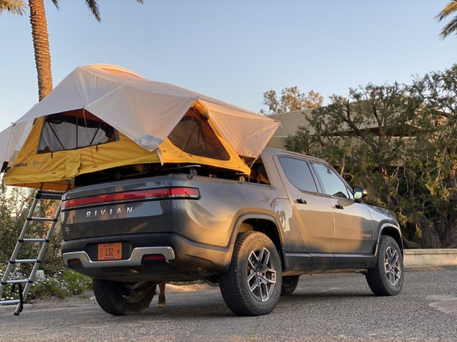 Pickup-Rivian-R1T-tienda-asociacion-Yakima