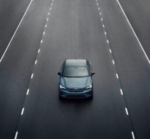 Volvo-C40-Recharge_carretera