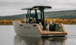 barco-electrico-X_Shore_Eelex_8000-perros
