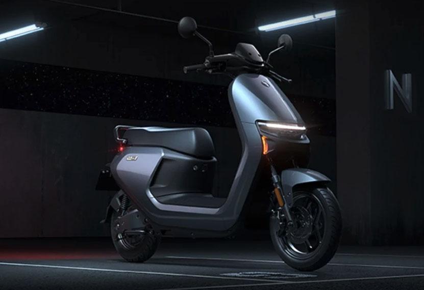ciclomotores-electricos-ninebot-N70C_N90_N100_estacionado