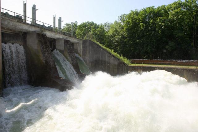 coches-electricos-BMW-iX-i4-fabricacion-energia-hidroelectrica_central-hidroeléctrica-Isar-Uppenborn