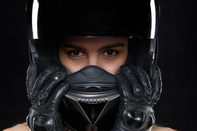 mujer-casco-moto