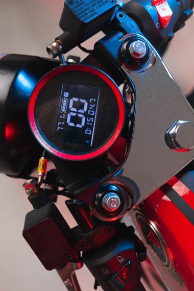 nueva-motocicleta-electrica-Famel-E-XF_pantalla-v