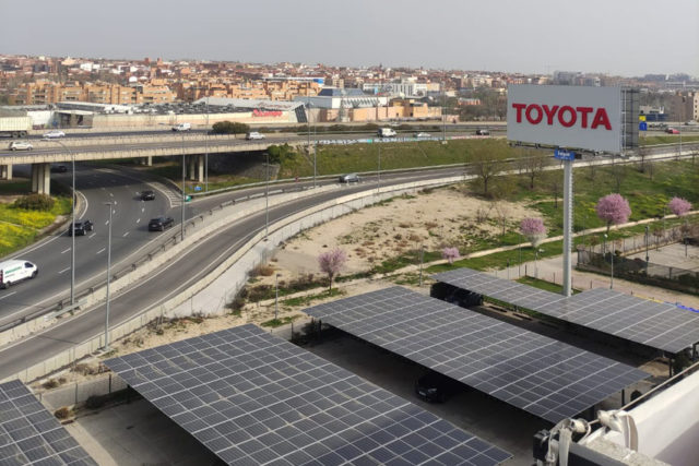 paneles-fotovoltaicos-instalacion-sede-Toyota-Madrid_2