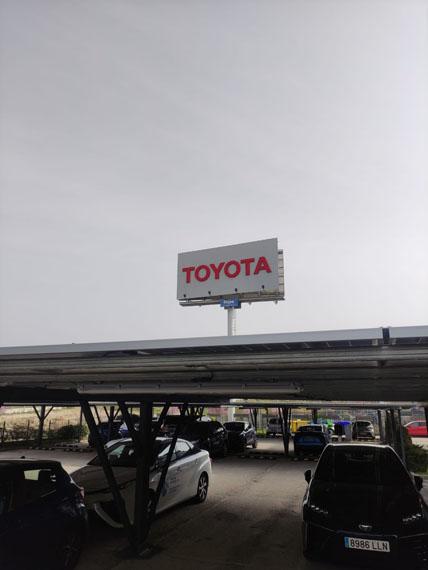 paneles-fotovoltaicos-instalacion-sede-Toyota-Madrid_parking