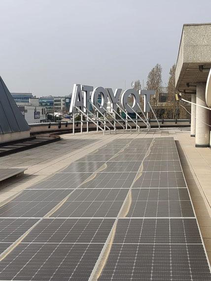 paneles-fotovoltaicos-instalacion-sede-Toyota-Madrid_techo