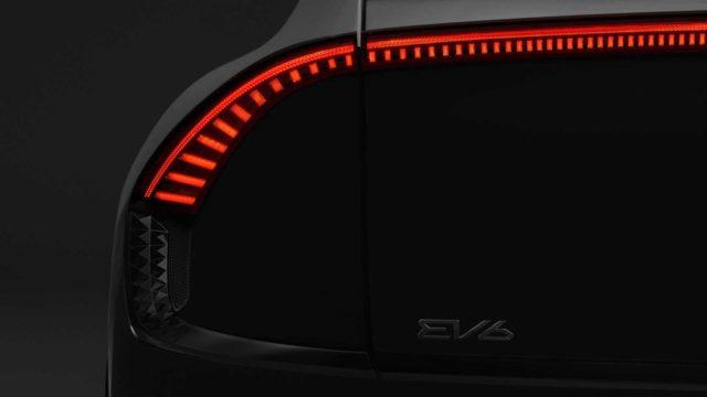 suv-electrico-kia-ev6-primeras-imagenes_trasera-luces-modelo