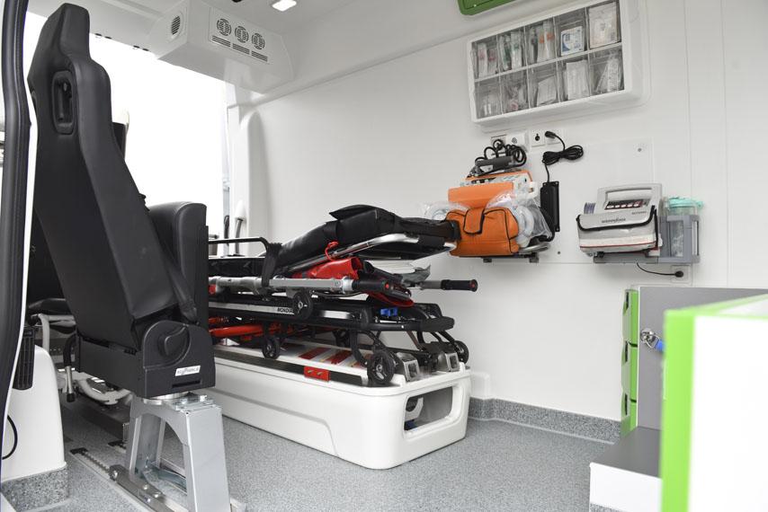Mercedes-Benz-eSprinter_ambulancia_interior-2